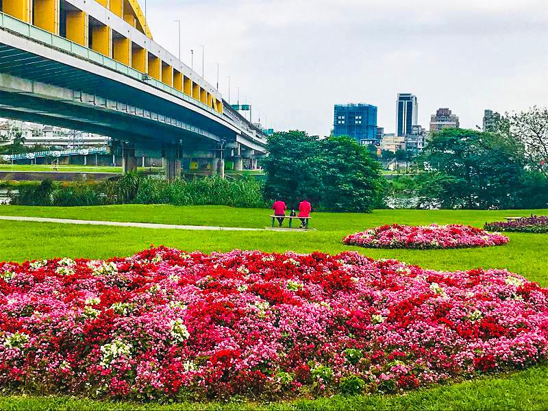 敬老卡坐捷運|觀山河濱公園