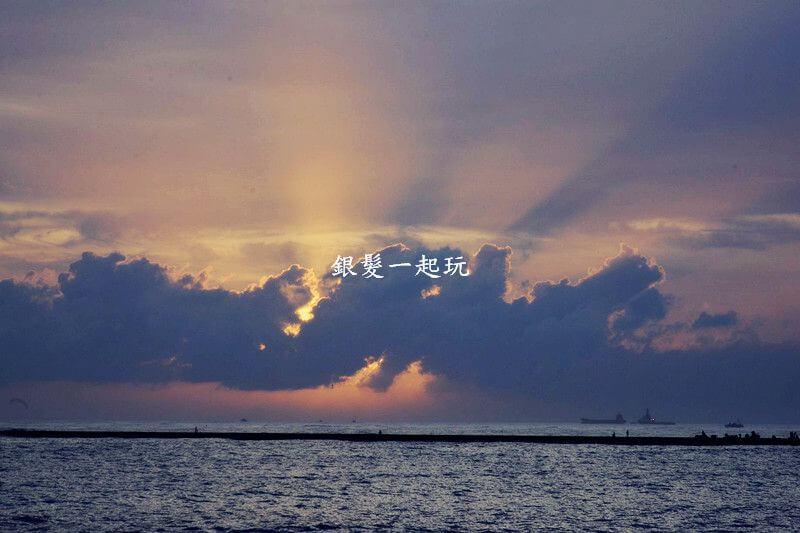 敬老卡坐捷運│高雄西子灣風景區